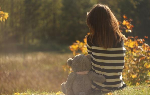 Картинка грусть, осень, девушка, воспоминания, медведь, girl, одна, bear, autumn, miss