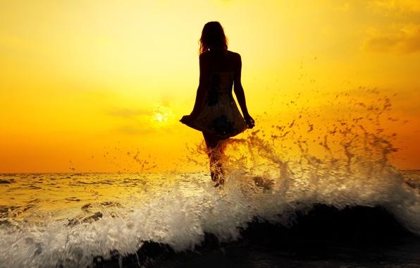 Картинка море, волны, вода, девушка, солнце, закат, брызги, река, фон, обои, настроения, женщина, волосы, волна, фигура, …