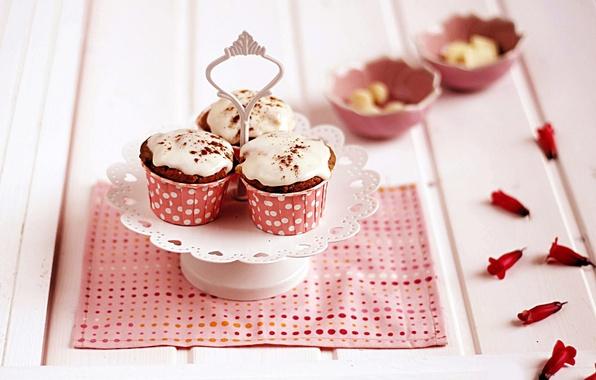 Картинка розовая, лепестки, выпечка, пирожные, салфетка, глазурь, кексы