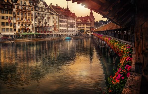 Картинка цветы, мост, река, здания, Швейцария, набережная, Switzerland, Люцерн, Lucerne, Reuss River, мост Капельбрюкке, Kapellbrücke, река …