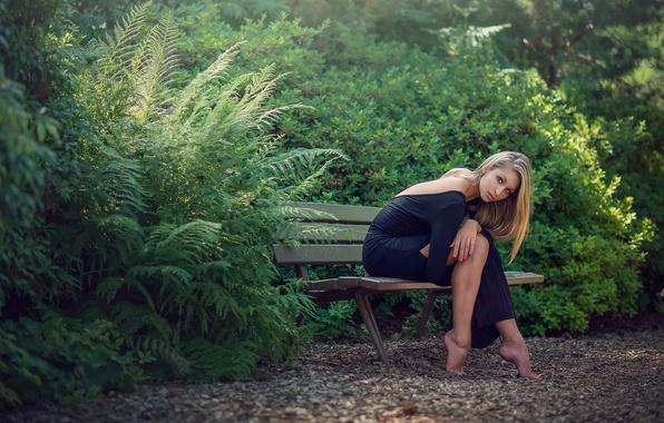 Картинка девушка, фигура, ножки, скамья, Oceane Charoy