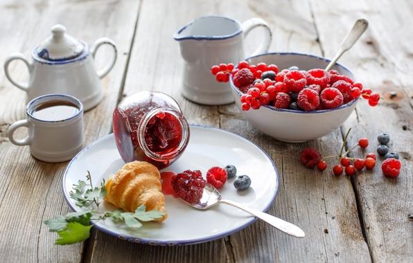 Картинка ягоды, малина, чай, еда, завтрак, черника, посуда, смородина, выпечка, джем, варенье, рогалик, круассан