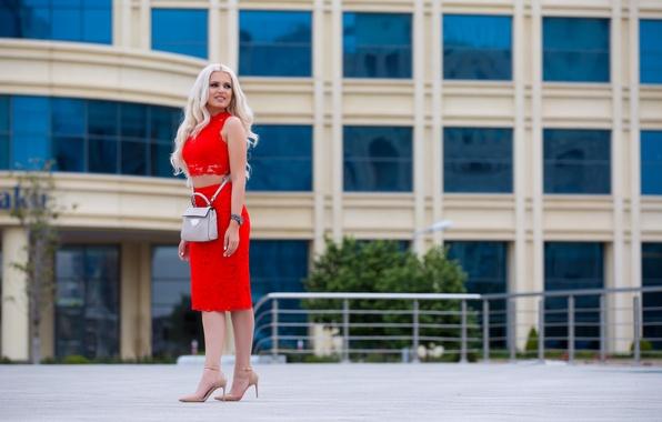 Картинка девушка, лицо, город, стиль, юбка, блондинка, каблуки, сумка, ножки, красотка