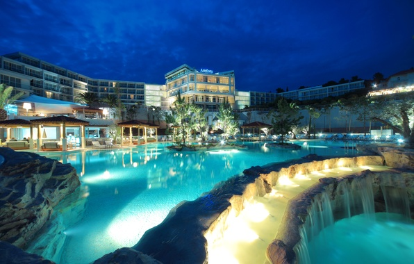 Картинка деревья, ночь, огни, камни, остров, водопад, бассейн, отель, курорт, Хорватия, беседки, island Hvar