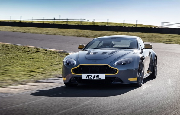 Картинка car, Aston Martin, скорость, поворот, автомобиль, road, V12, speed, Vantage S, Sport-Plus Pack