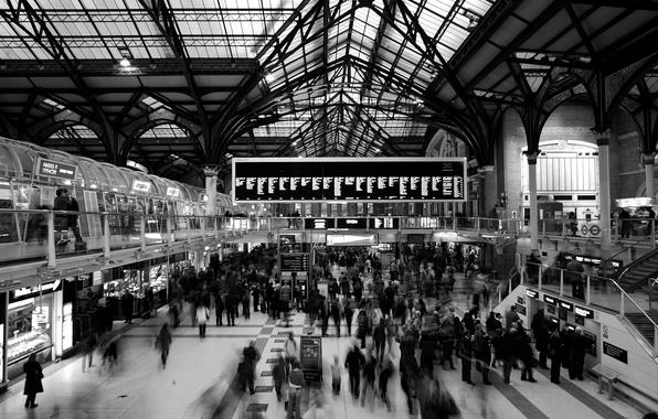 Картинка люди, англия, лондон, станция, london, суета, расписание, табло