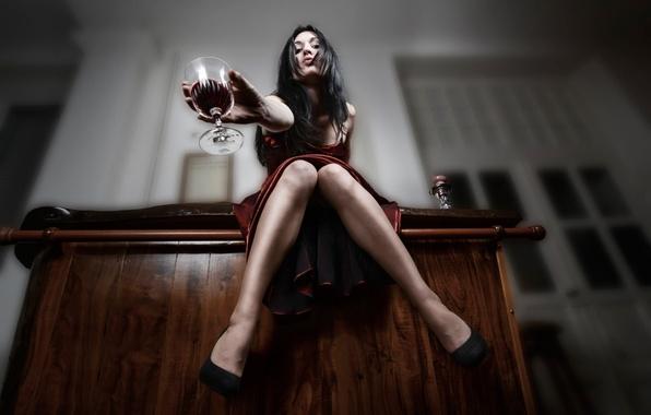 Картинка девушка, вино, бокал, ножки, Julie