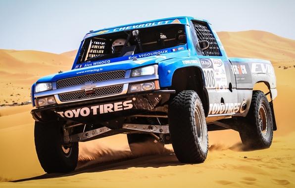 Картинка песок, Chevrolet, Шевроле, пикап, передок, гоночный болид, Silverado, Сильверадо, Trophy Truck