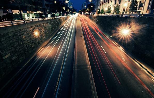 Картинка дорога, машины, ночь, город, огни, движение, скорость, улицы