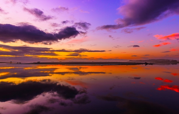 Картинка небо, вода, облака, отражение, краски, зарево