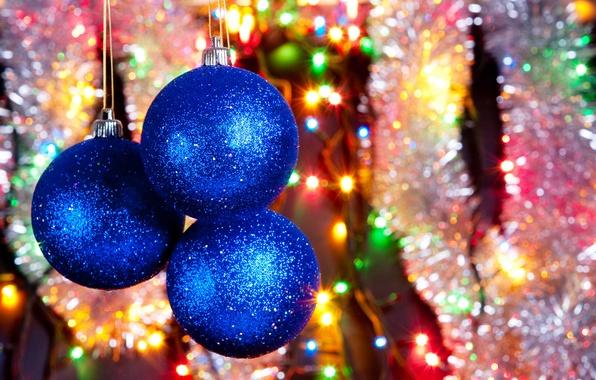 Картинка дождик, цвета, украшения, радость, огни, блики, праздник, шары, блеск, мишура, фонарики, елочные игрушки