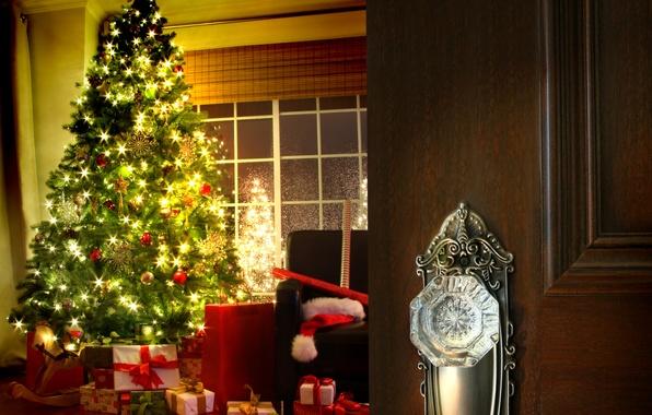 Картинка снежинки, огни, комната, кресло, окно, Дверь, подарки, ёлка, нарядная, бумаги, рулоны, упаковочной