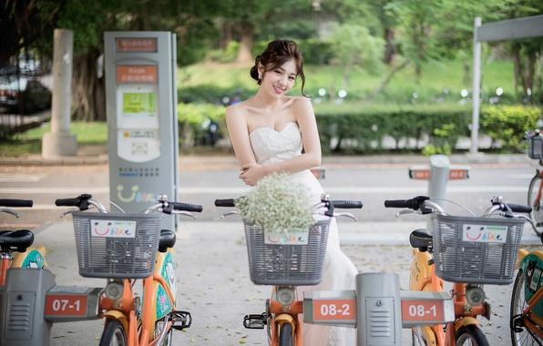 Картинка девушка, улица, велосипеды