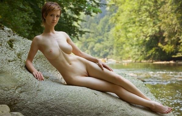 Девушки фото одиноких голых девушек огромными дойками фото