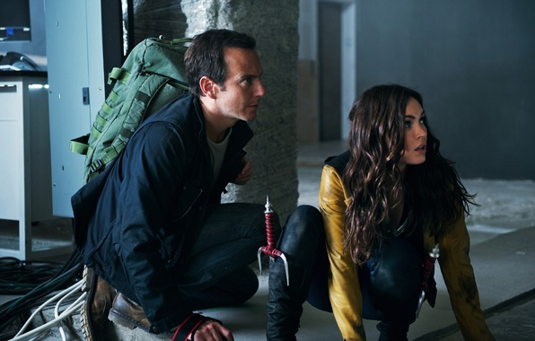 Картинка Меган Фокс, Megan Fox, кадр, ножи, Черепашки-ниндзя, рюкзак, Teenage Mutant Ninja Turtles, April O'Neil, сай, ...