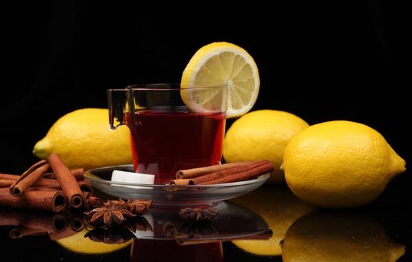 Картинка отражение, стол, чай, кружка, сахар, напиток, корица, лимоны, блюдце, бадьян