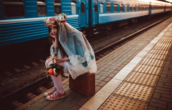 Картинка вокзал, поезд, букет, перрон, чемодан, невеста