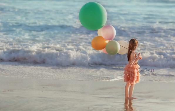 Картинка море, шары, девочка