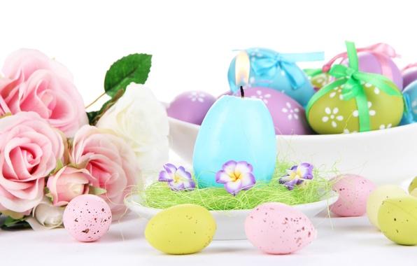 Картинка цветы, праздник, розы, свеча, пасха, блюдце, окрашенные яички