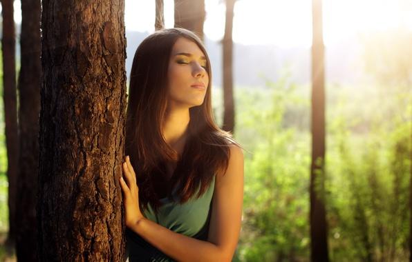 Картинка листья, девушка, солнце, лицо, фон, дерево, widescreen, обои, настроения, макияж, брюнетка, wallpaper, листочки, широкоформатные, background, …