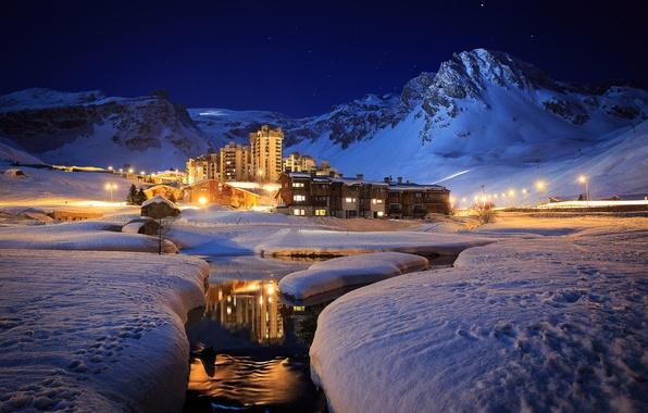 Картинка зима, снег, горы, ночь, река, курорт, котеджи