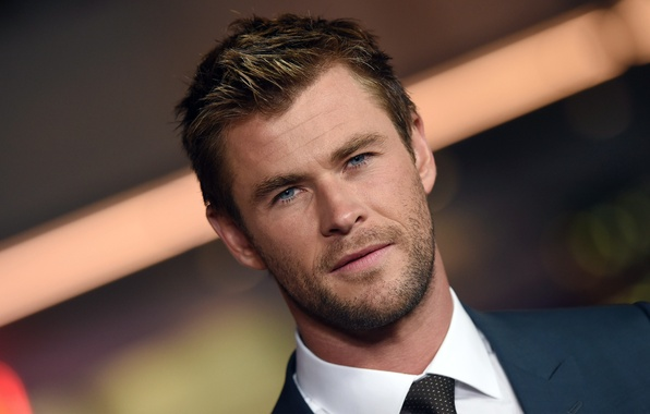 Картинка портрет, костюм, актер, боке, Крис Хемсворт, Chris Hemsworth