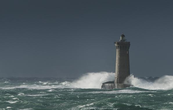 Фото обои море, гроза, волны, маяк, небо, море взволнованное