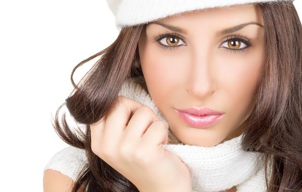 Картинка взгляд, девушка, ресницы, шапка, волосы, руки, шарф, карие глаза