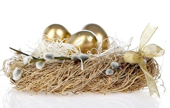Картинка праздник, пасха, гнездо, бантик, золотые яички