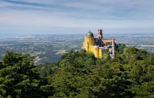 Картинка небо, замок, башня, гора, долина, Португалия, купол, дворец Пена