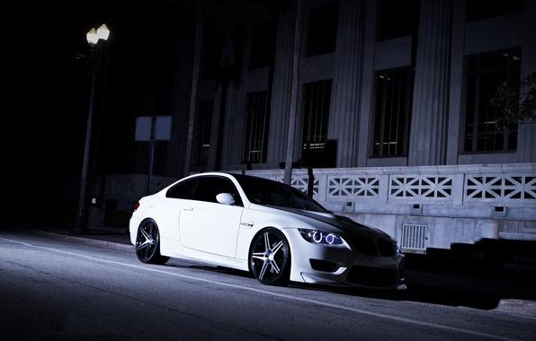 Картинка белый, ночь, улица, бмв, тень, BMW, фонарь, white, e92