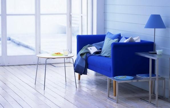 Картинка синий, дизайн, стиль, стол, комната, диван, лампа, еда, интерьер, кресло, подушки, молоко, окно, тарелка, кружка, …