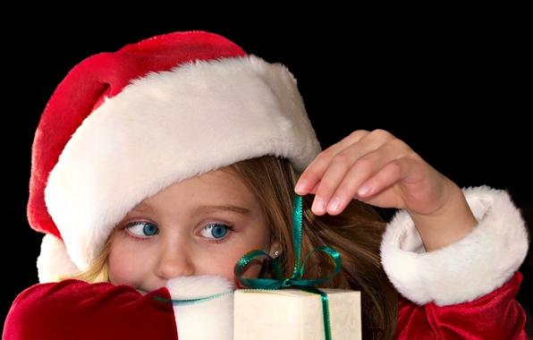 Картинка глаза, взгляд, красный, дети, фон, праздник, подарок, обои, шапка, новый год, голубые, девочка, christmas, new ...