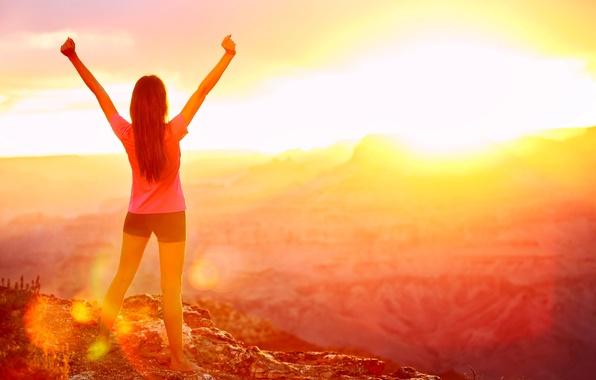 Картинка свобода, девушка, солнце, природа, фон, обои, настроения, шорты, руки, день, wallpaper, широкоформатные, background, полноэкранные, HD …