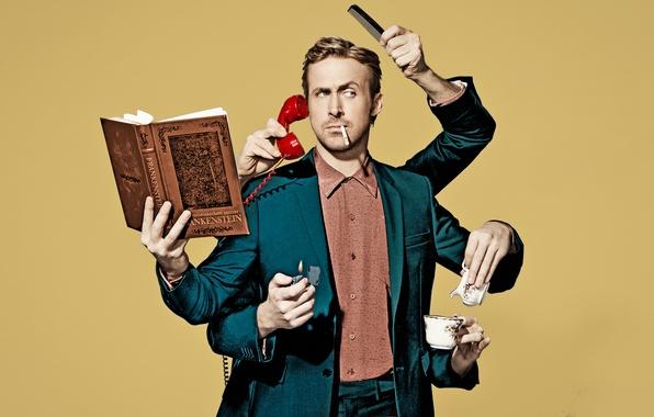 Картинка фон, юмор, руки, зажигалка, сигарета, фотограф, костюм, чашка, актер, книга, телефон, фотосессия, Ryan Gosling, Райан …