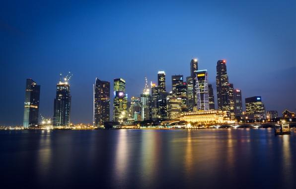 Картинка небо, ночь, огни, пролив, отражение, небоскребы, подсветка, Сингапур, синее, мегаполис, Малайзия, Singapore, Malaysia, город-государство