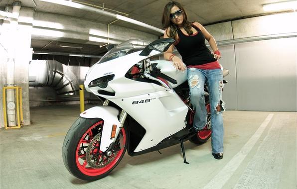Картинка белый, девушка, брюнетка, мотоцикл, girl, white, ducati, brunette, дукати, солнцезащитные очки, 848 evo