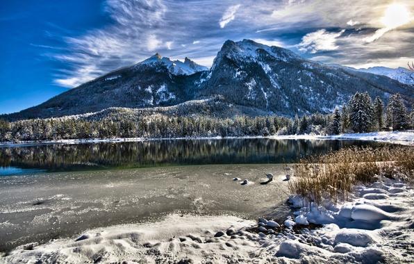 Картинка зима, небо, трава, вода, солнце, облака, снег, горы, природа, озеро, пейзажи, вершины, вид, красота, утро, …