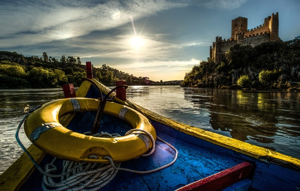 Картинка река, замок, лодка, Португалия, Portugal, спасательный круг, Tagus River, река Тежу, Castle of Almourol, Замок …