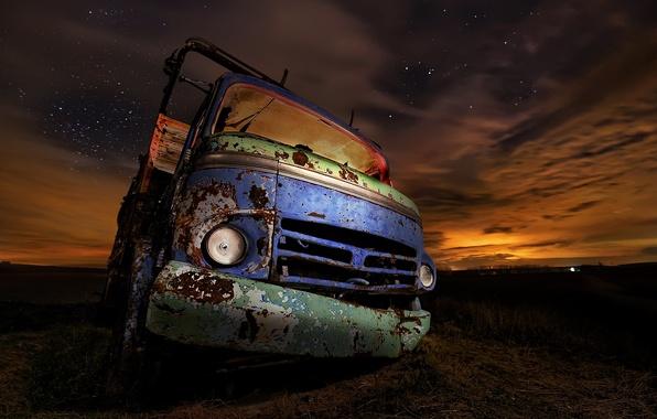 Картинка машина, ночь, ржавый, грузовик