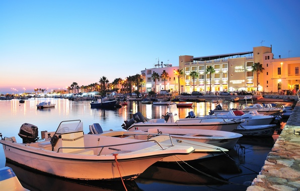 Картинка небо, пальмы, дома, бухта, яхты, лодки, вечер, Италия, отель, Лечче, Порто-Чезарео