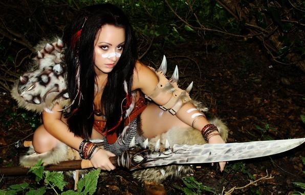 Картинка взгляд, девушка, лицо, оружие, волосы, мех, косплей, barbarian
