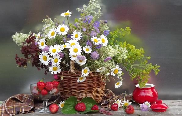 Картинка цветок, лето, цветы, природа, ягоды, корзина, ромашки, букет, клубника, корзинка