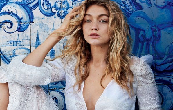 Картинка девушка, стена, модель, платье, прическа, блондинка, фотограф, рисунки, в белом, Vogue, 2015, Gigi Hadid, Джиджи …