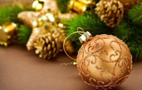 Картинка желтый, фон, праздник, обои, игрушки, елка, новый год, шар, размытие, блестки, wallpaper, new year, шишки, …