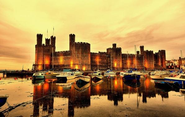 Картинка закат, река, замок, стены, лодки, вечер, Великобритания, башни, крепость, North Wales, Cearnarfon Castle