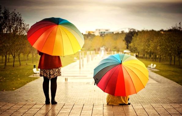 Картинка девушка, деревья, город, фон, люди, widescreen, обои, настроения, женщина, яркие, цветные, позитив, зонт, зонтики, девочка, ...