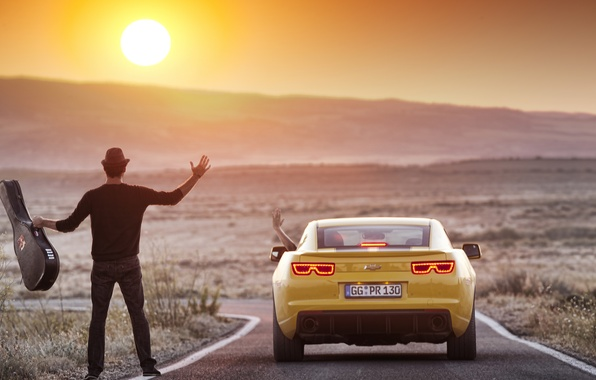 Картинка солнце, пейзаж, природа, обои, фотошоп, гитара, гора, wallpaper, парень, 2012, шевроле, camaro, chevrolet, камаро