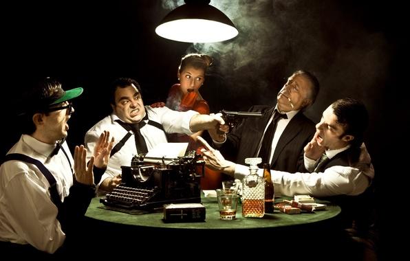 Картинка стакан, эмоции, лампа, ствол, печатная машинка, коньяк, сигареты, мафия