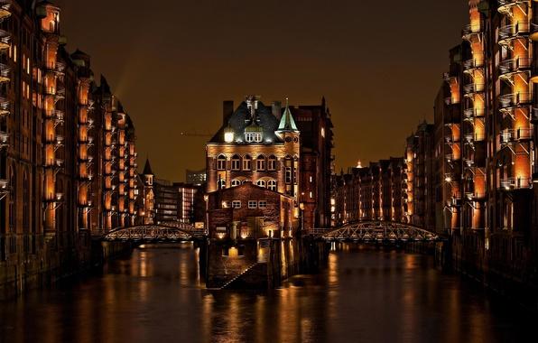 Картинка свет, ночь, город, здания, дома, Германия, канал, мосты, Гамбург, Germany, Deutschland, Speicherstadt, Hamburg, Шпайхерштадт